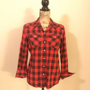 UntuckIt Red and black plaid collared shirt